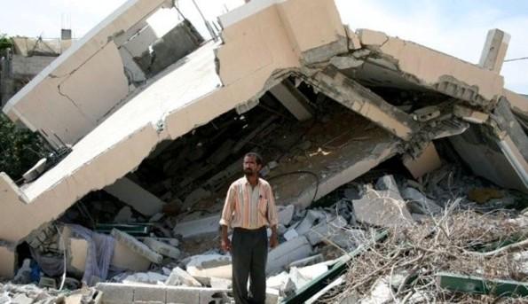 מדינת ישראל הרסה 4 בתים וזרקה לרחוב למעלה מ-40 איש. כפר אל-נועימה, בקעת הירדן, 4 ליוני 2013. צילום: AFP