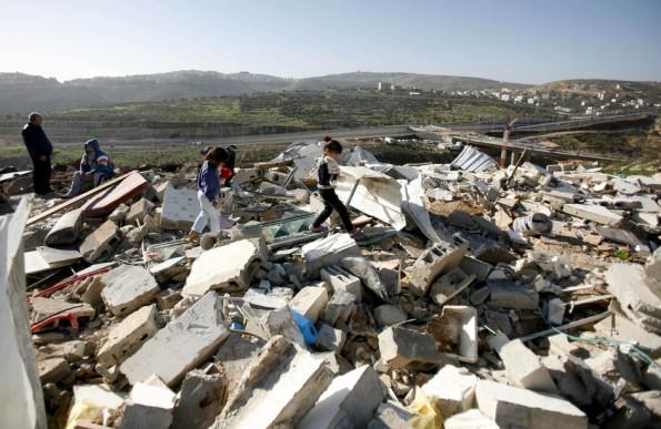 מדינת ישראל הרסה את בית משפחת אל-רג'אבי. 15 לינואר 2013. צילום: מחפוז אבו-טורק, APA Images