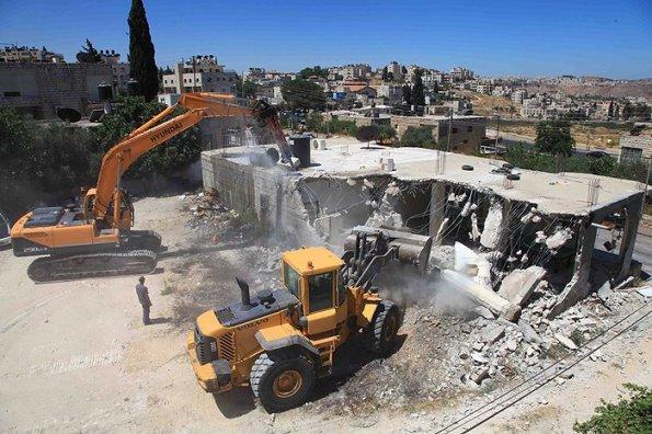 מדינת ישראל הרסה את בית משפחת אבו-סאפא וזרקה 12 איש לרחוב. 18 לפברואר, בית חנינא, מזרח ירושלים. צילום: PNN