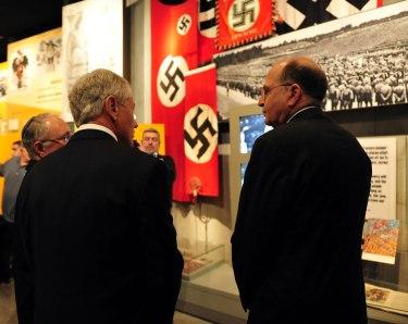 """תצלום שמוכיח שמגורי הקבע של שר הביטחון הם במוזיאון """"יד ושם"""". צילום: אריאל חרמוני"""