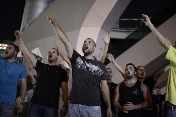 מפגינים בקריה דורשים נקמה ביהודים, 1.7.2014. צילום: תומר נויברג